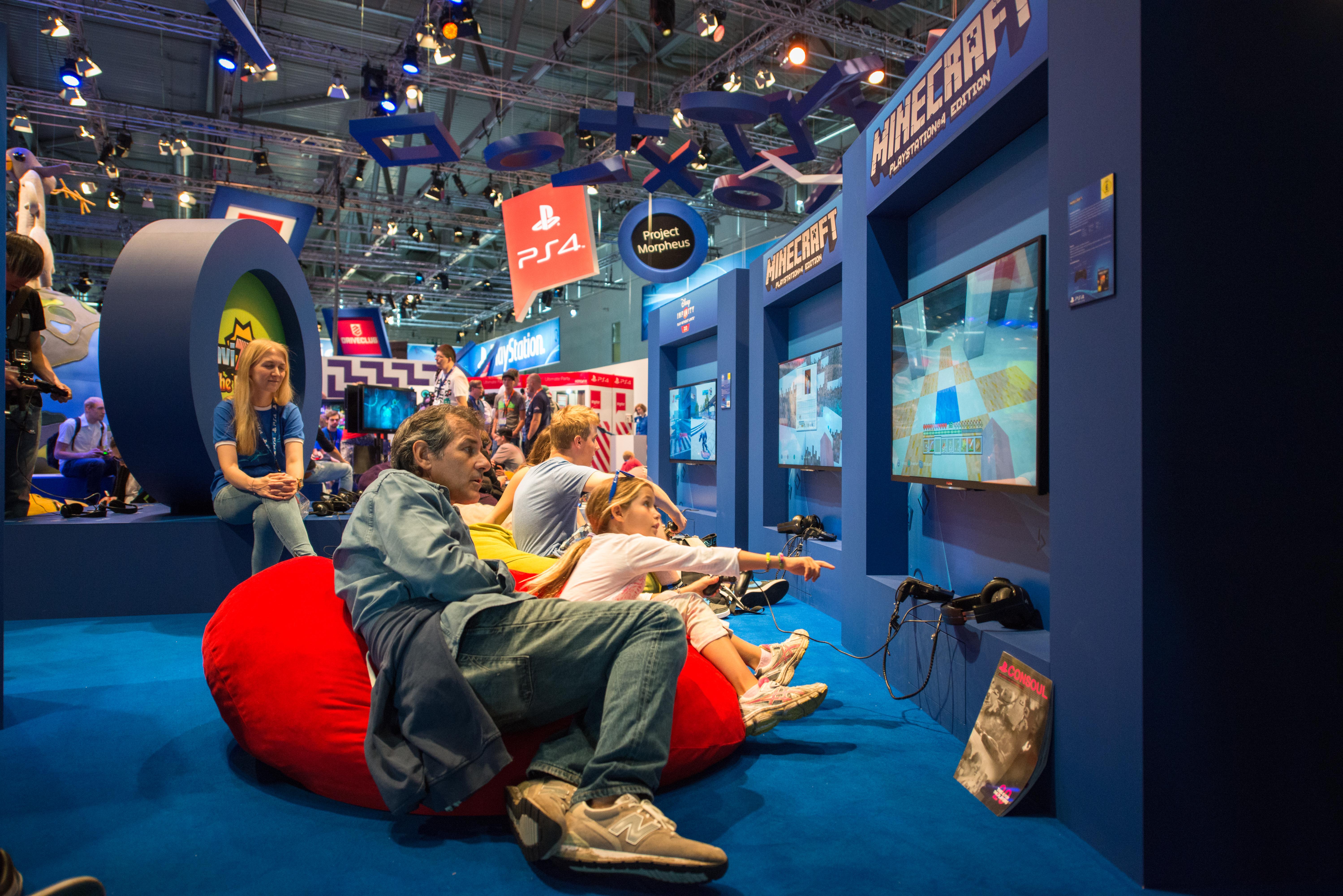 Minecraft gaming shutterstock_662137753