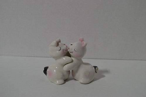 Van Tellingen Hugging Bunnies Salt & Pepper Shakers