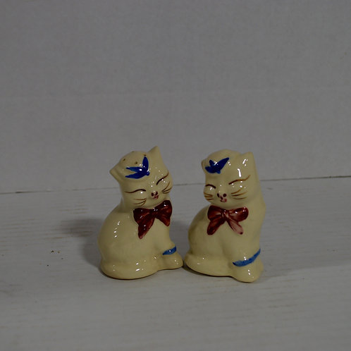 Shawnee Puss and Boots Salt and Pepper Shakers