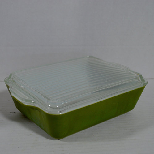 Green 1.5 Quart Pyrex Refrigerator Dish with Lid