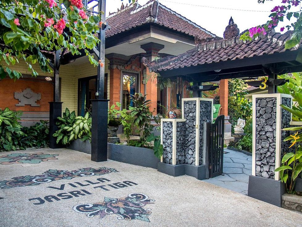 Front entrance to Villa Jastri Tiga