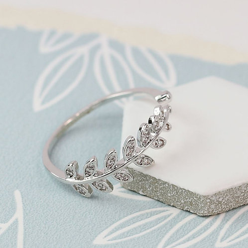 White gold plated leaf ring with inset crystals