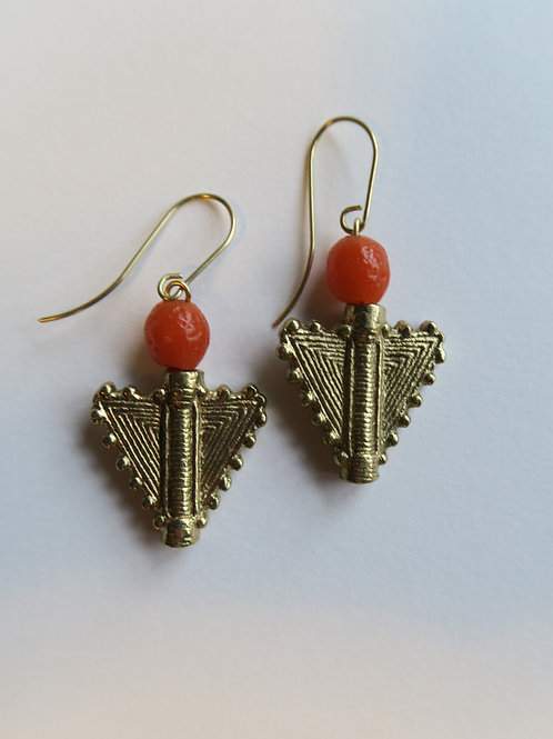 baule brass triangles with apricot glass beads
