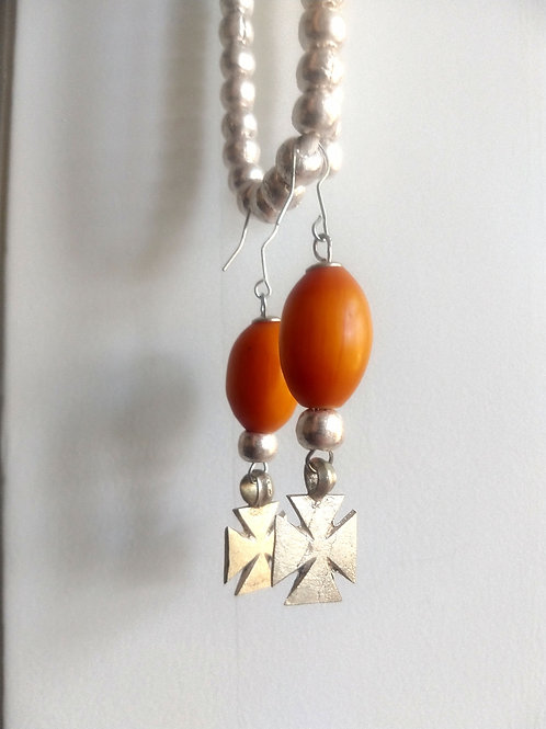 Amber resin and metal