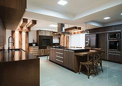 cozinha-com-churrasqueira-moderna-espaço