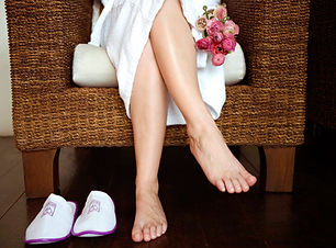 Au Naturalé Salon and Mobile Beauty offer mobile spa pamper packages to suit every special occasion. Our accredited salon and spa is located in Woodbine, Campbelltown, NSW, and is owned by a licensed beauty therapist. Our Mobile Beauty Service is available for the Campbelltown, Camden and Macarthur regions. Our mobile beautician provides pampering beauty treatments at your home, aged care homes, nursing homes, retirement villages, hospitals, lifestyle disability centres, group homes for the disabled.