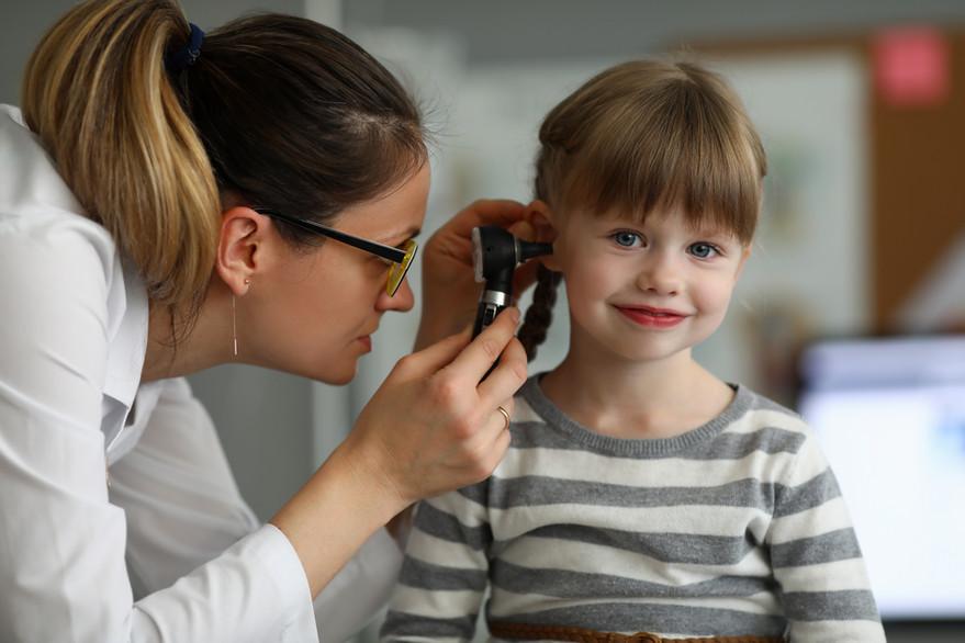 pediatrician-examines-ear-sick-child-off