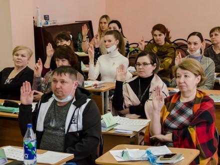 Начался второй поток курсов по «Основам русского жестового языка» для воспитателей школы-интерната