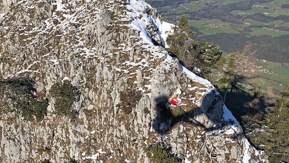 🚨06.01.2020 undefinierbares rotes Objekt östlich des  Gipfelkreuzes am Fuderheustein. (1.321 Meter)