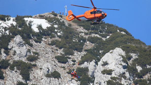 🚨18.03.2020: Gleitschirm-Pilot stürzt bei missglücktem Start-Versuch an der Zwieselalm ab