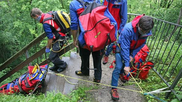 🚨14.06.2020: Urlauberin verletzt sich auf der Burgruine Karlstein schwer am Knie