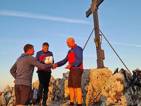 12.10.21  Rettungsaktion während der eigenen 50er-Feier: Bergwacht ehrt Staufenwirt Andreas Frommelt