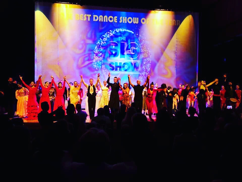 THE CAST FINAL BOW