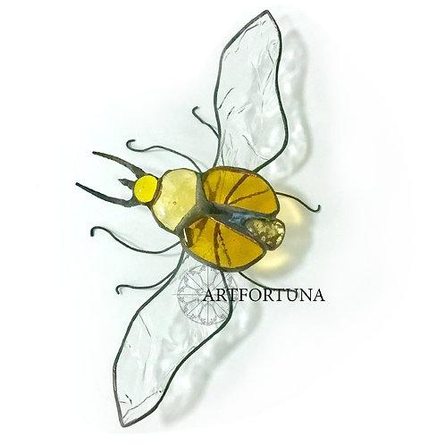 Взлетающий жук