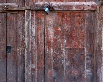 The old Red door - הדלת האדומה הישנה