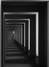 the corridor - המסדרון