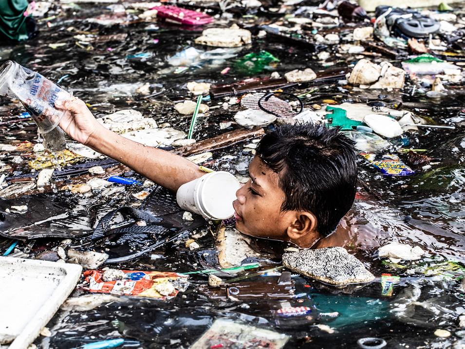 Hartmut Schwarzbach - The Floating Plast