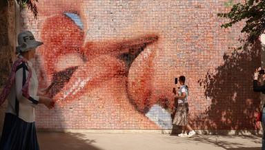 The kissing wall - קיר הנשיקות