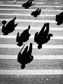 Walking Shadows - צללים מהלכים