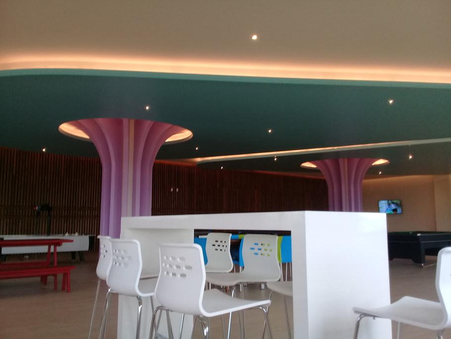 Interiores para el entretenimiento. Ambar Consultores Arquitectos Cancún