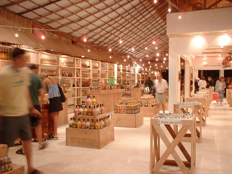 Diseño de Interiores de tiendas. Ambar Consultores Arquitectos