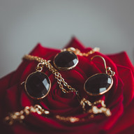 Wedding photo ear rings details | Bröllopsfoto öronghängen detalj