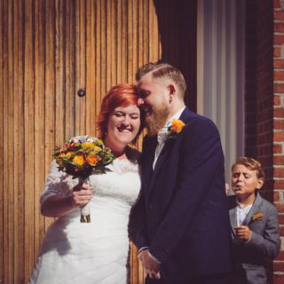 Wedding photo couple portrait church | Bröllopsfoto brudpar porträtt kyrka