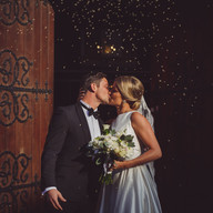 Wedding photo couple kissing   Bröllopsfoto par kyss