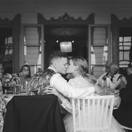Wedding photo couple portrait kiss   Bröllopsfoto brudpar porträtt kyss