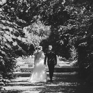 Wedding photo couple portrait walking | Bröllopsfoto brudpar porträtt gående