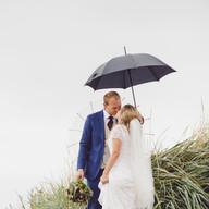 Wedding photo couple beach | Bröllopsfoto brudpar strand