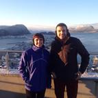 Pau y Miriam en su llegada a Noruega.jpg