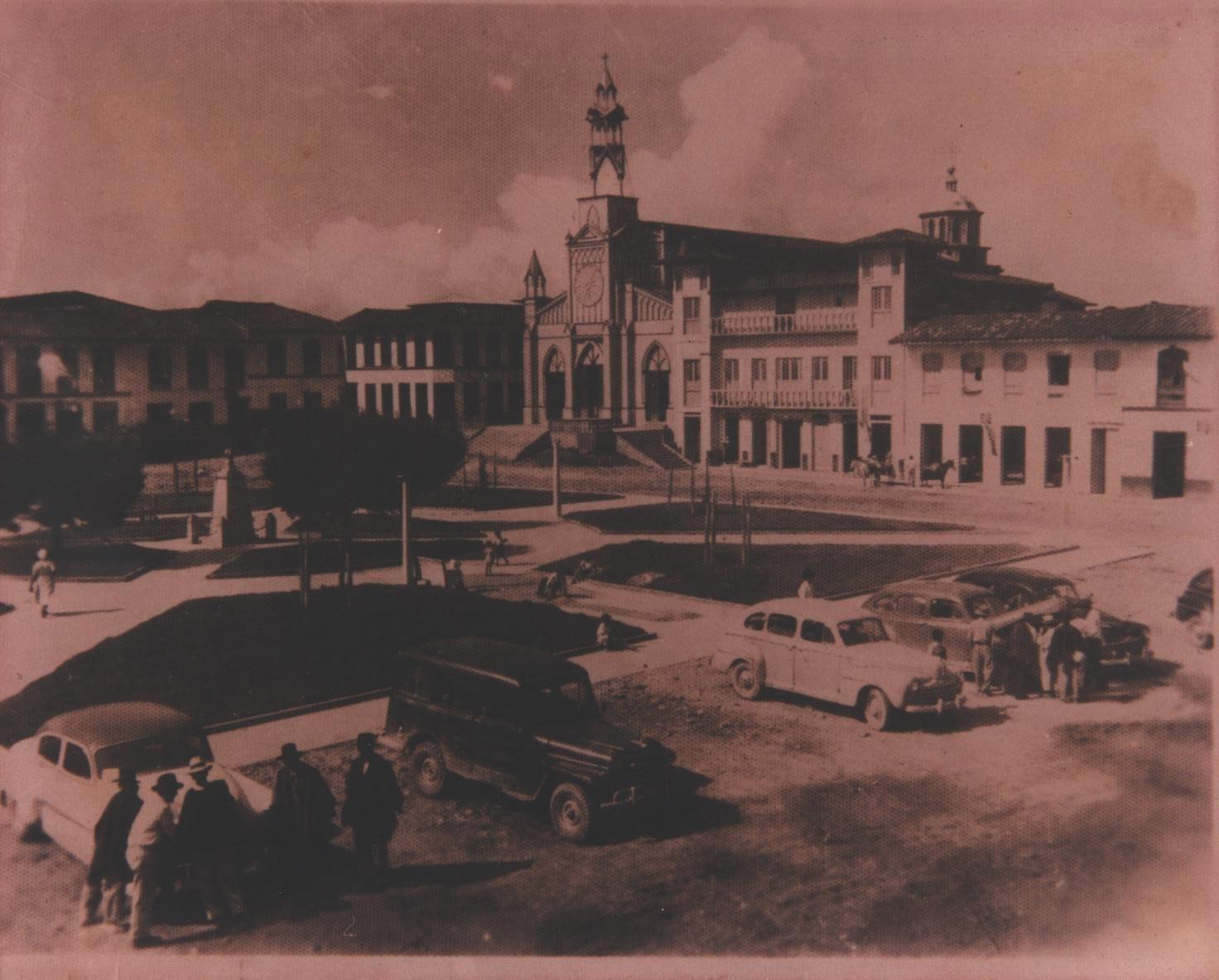 PARQUE_PRICIPAL_EL_CAIRO_-_AÑO_1955_003