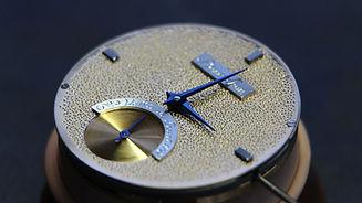 cadran martelé main decoration horlogere