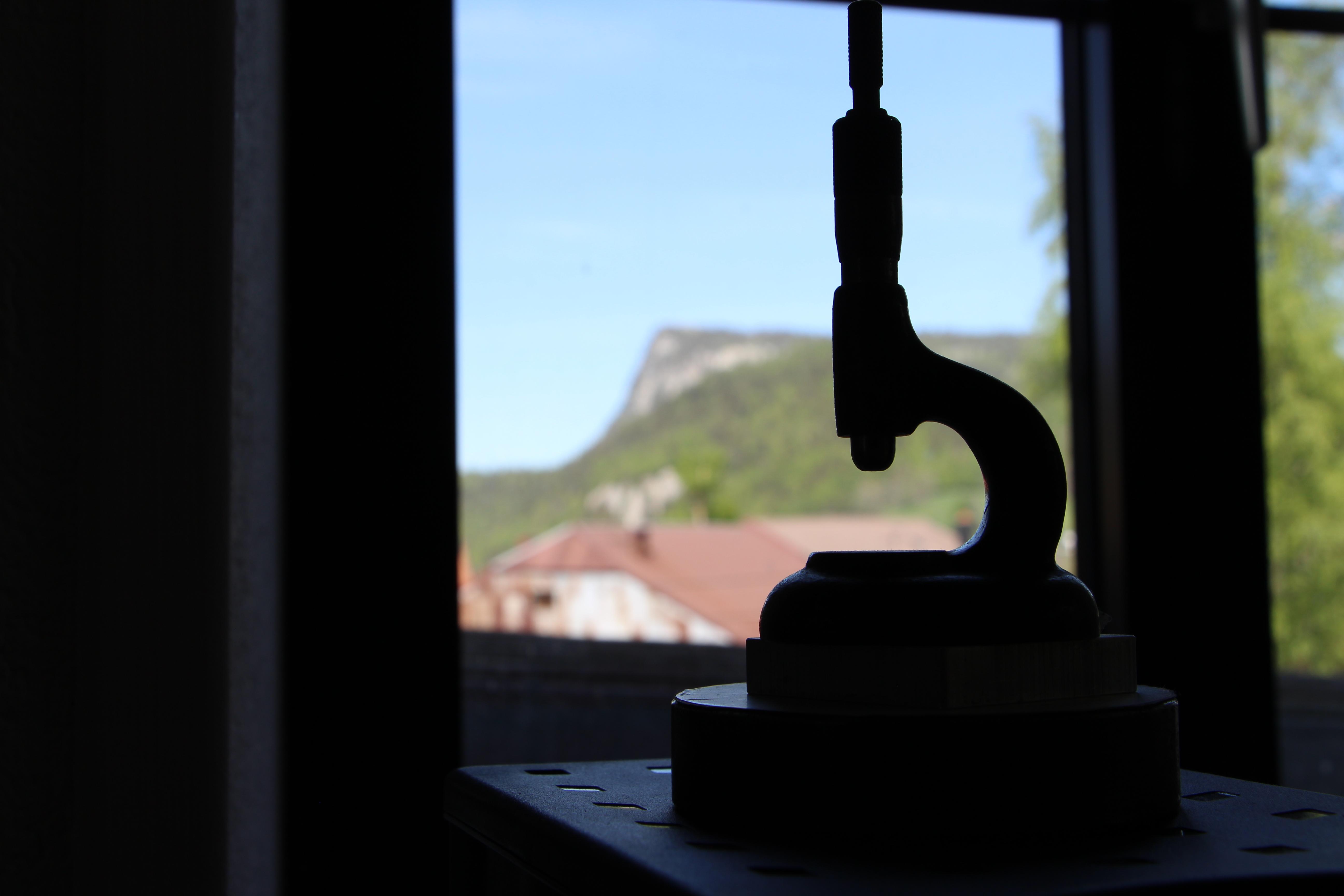 vue sur la vallée de joux depuis l'atelier de décoration de montres