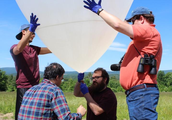 Tying the Balloon