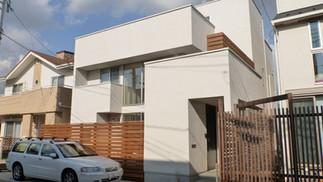 屋上芝生の家