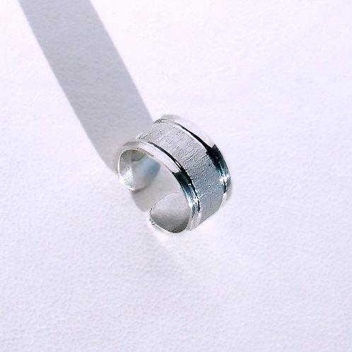18k Modern Texture Ear Cuff