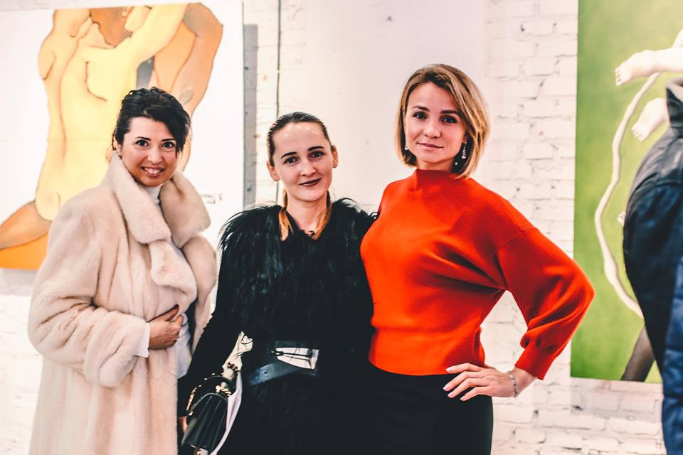 Modern Ukrainian artist Lera Litvinova with guests at the exhibition opening