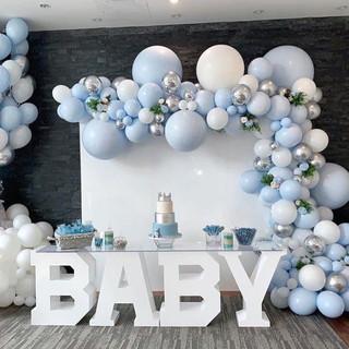 niebieskie ozdoby na baby shower