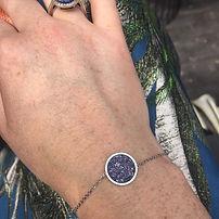 Stainless Steel armbandje met stralende blauwe steen.
