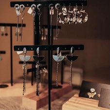 Onze sieraden in jouw zaak | Aanvraag verkooppunt | Keelin Design | www.keelindesign.be
