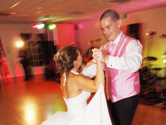 Wedding learn a first dance