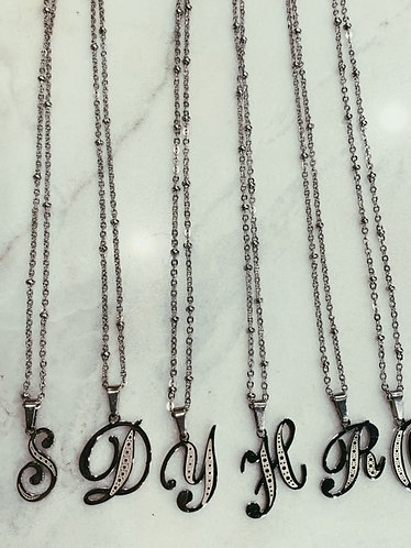 PACKAGE VINTAGE LETTER NECKLACE 26 PIECES - SILVER