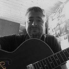 Jochen Gitarre 3.jpg