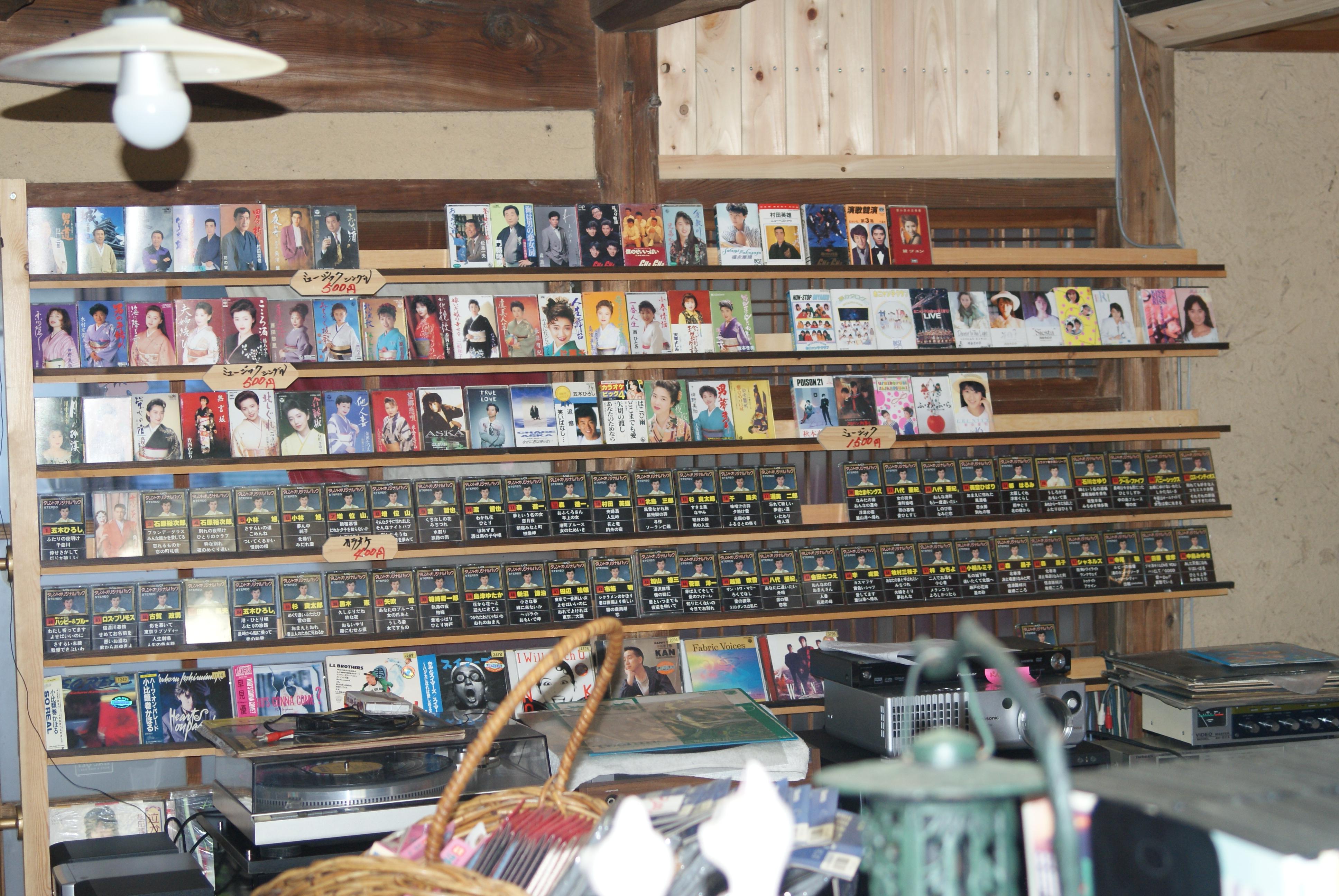 カセットテープ、CD、レーザーディスク