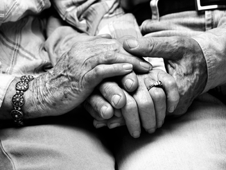 Urgent changes for stranded elderly NZers overseas needed when it comes income support