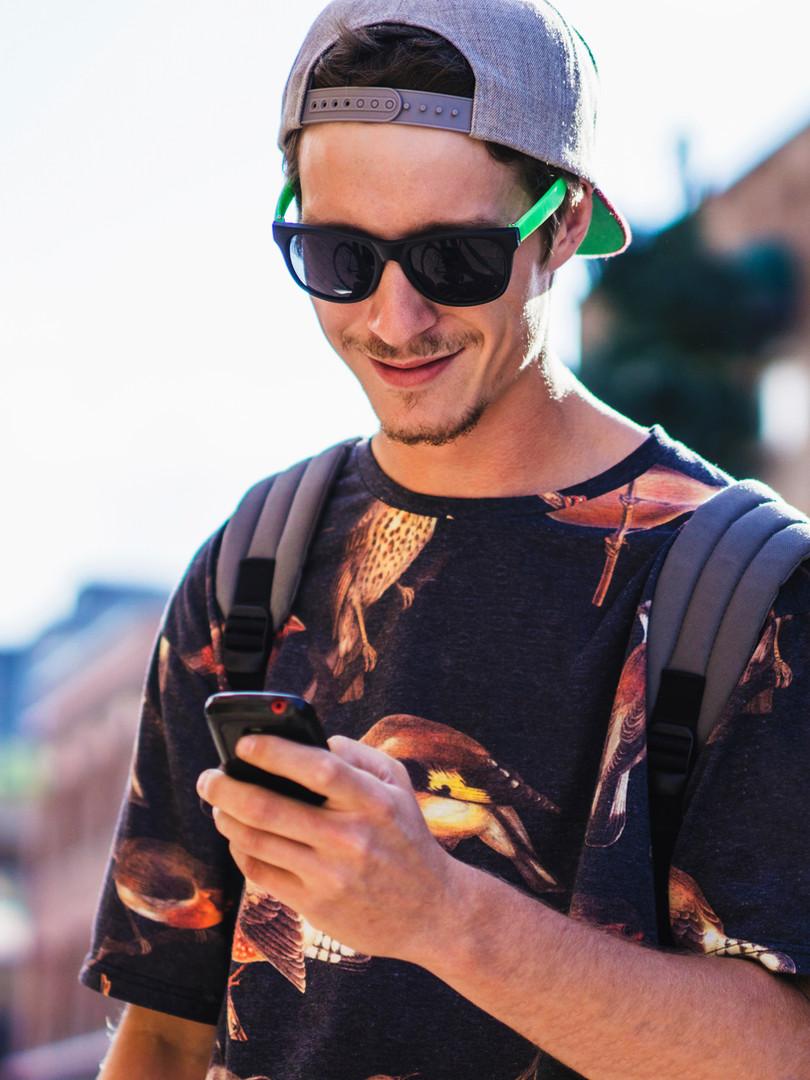 InfinitVIP man texting