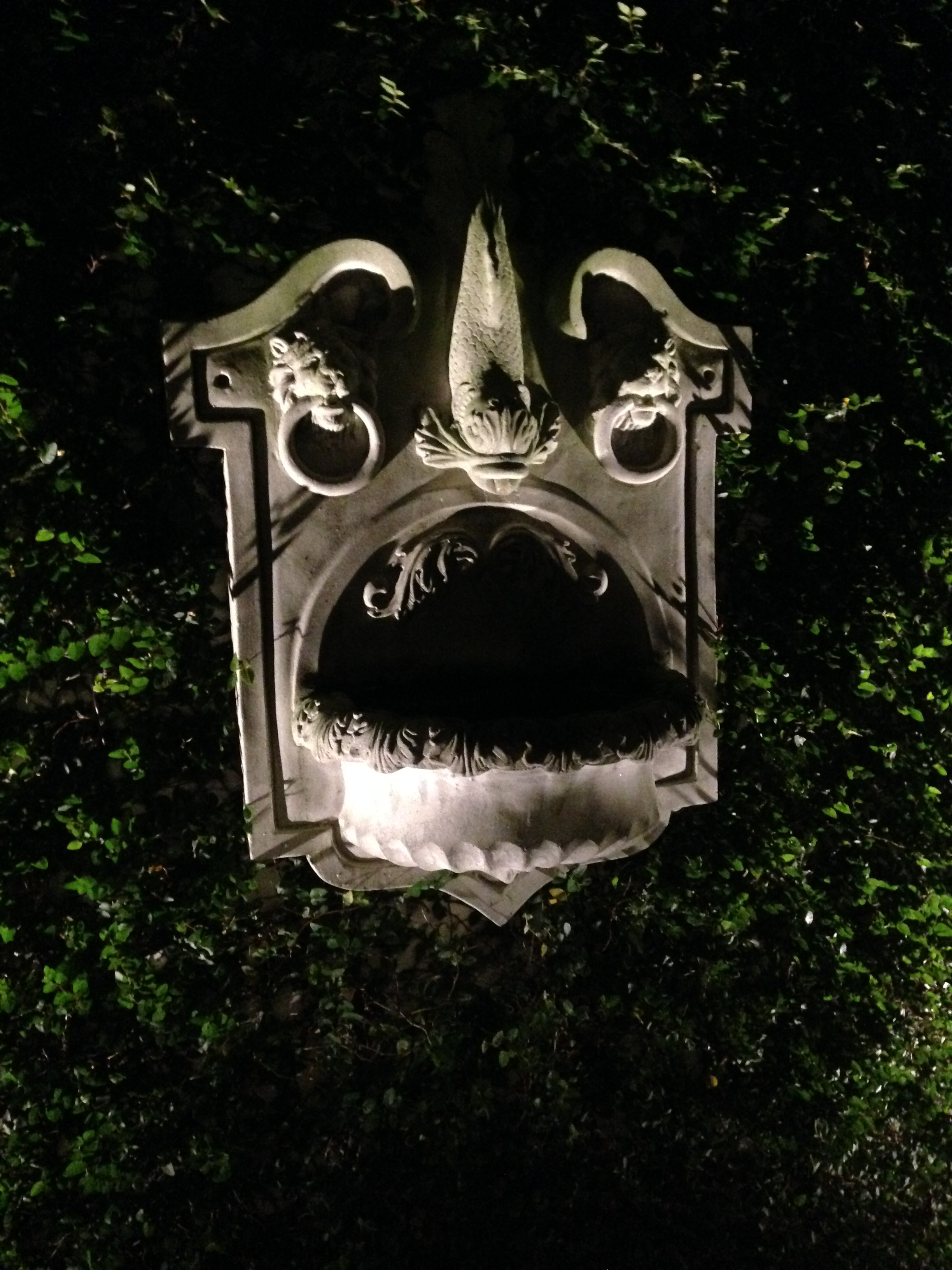 Wall fountain Exterior uplighting