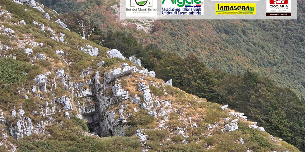 Grotta dell'Orso e monte Fragara (2005 m.) (1)